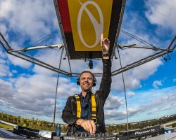 """Armin van Buuren amazes fans with """"Lifting You Higher"""" performance at Amsterdam Dance Event"""