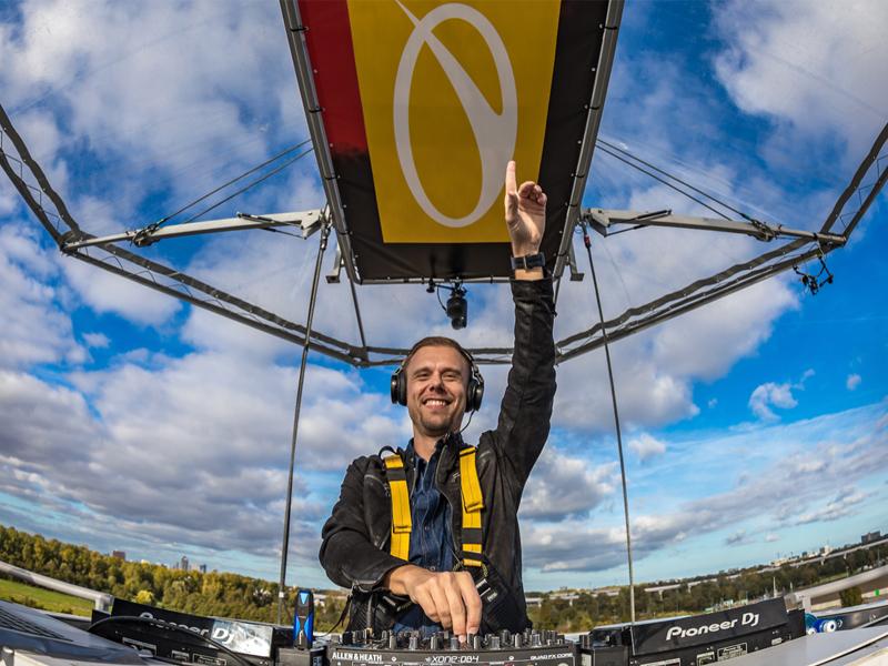 Armin van Buuren - Lifting You Higher